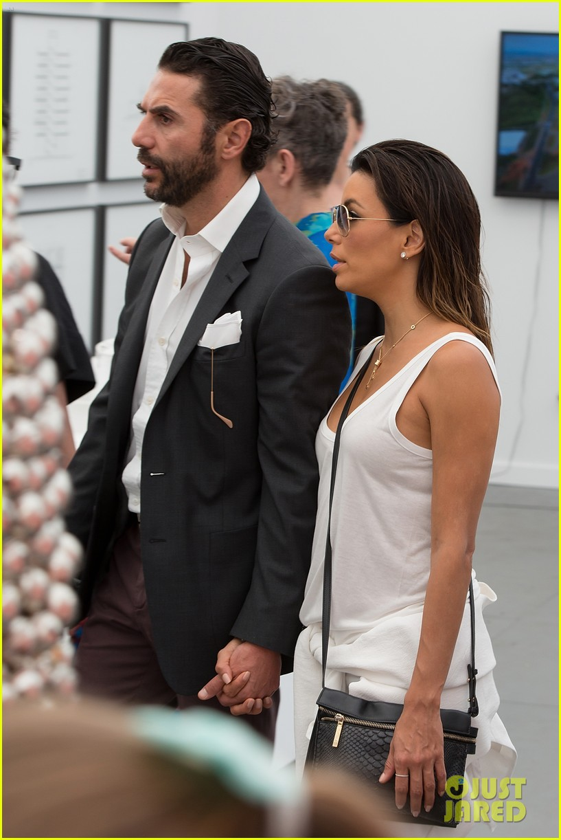 eva longoria boyfriend get cozy at fierze art festival 023111768