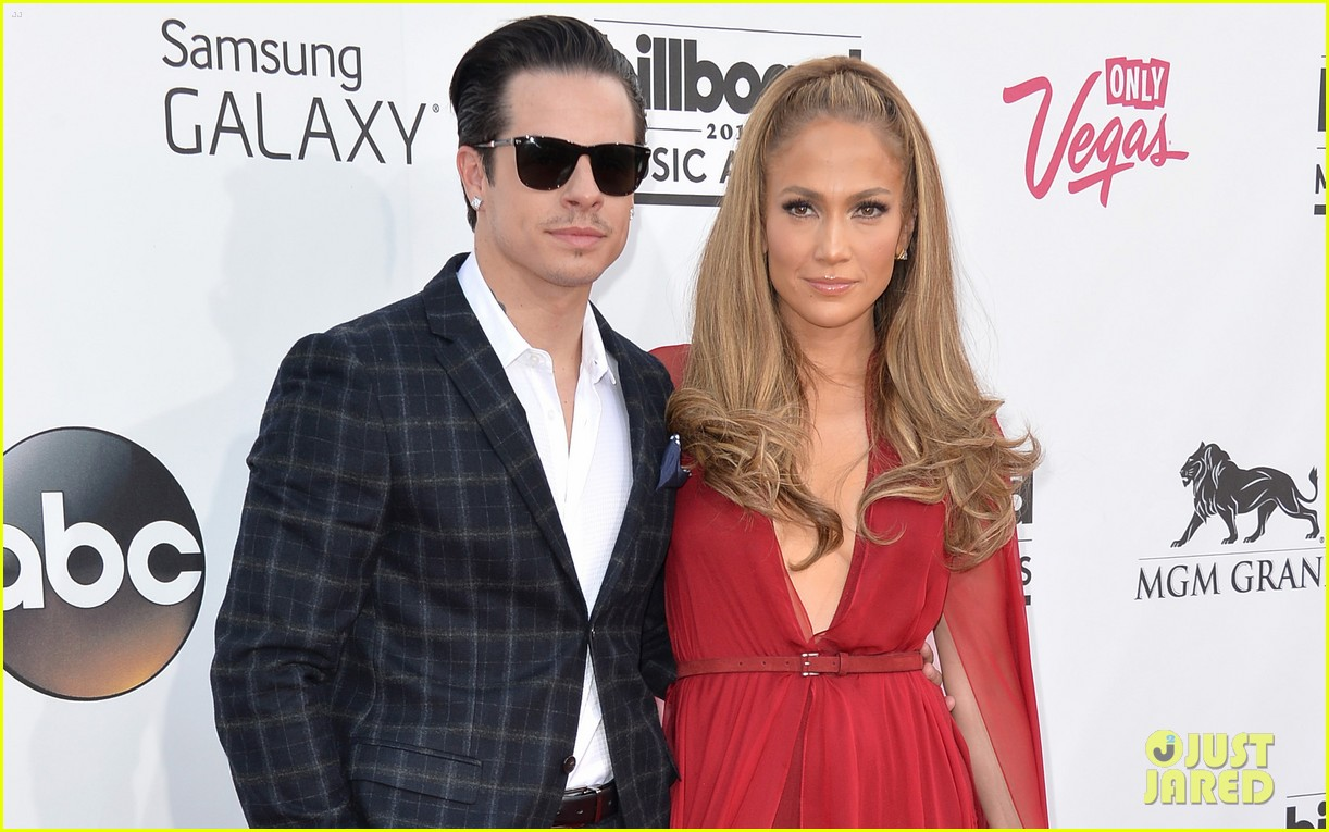 jennifer lopez casper smart billboard music awards 2014 red carpet 03