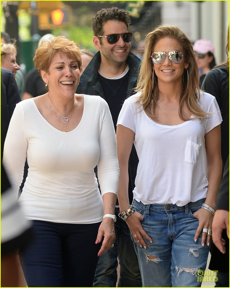 jennifer lopez mom guadalupe spend time after mothers day 12
