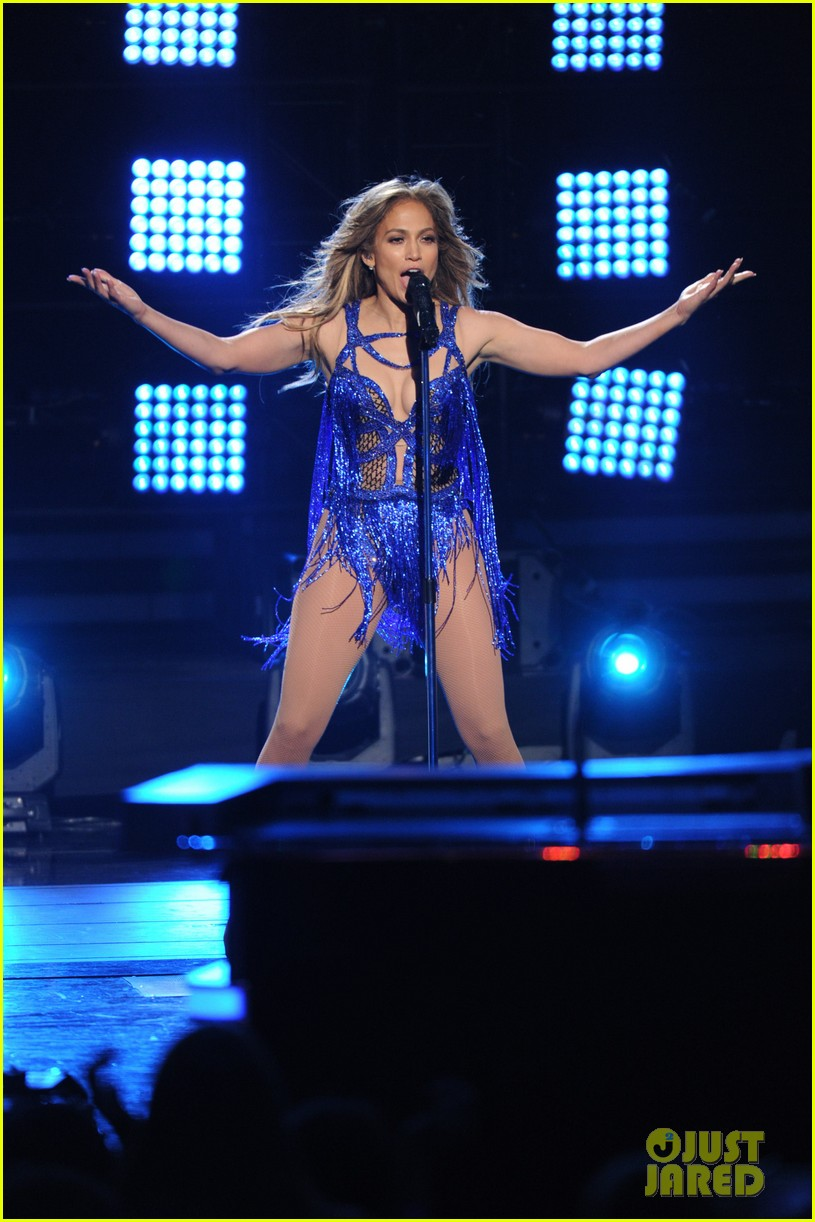 jennifer lopez performs first love american idol finale 053119357