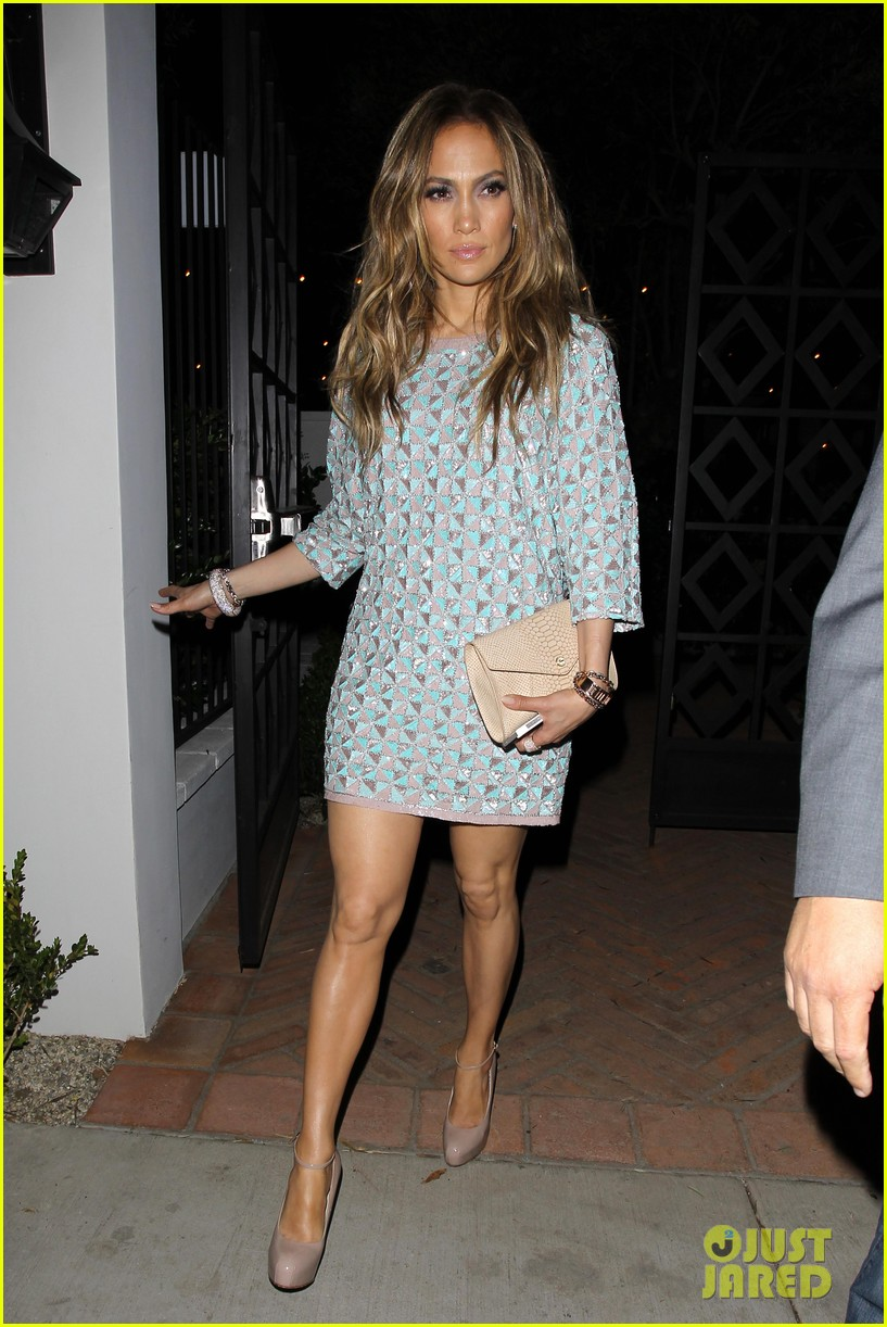 jennifer lopez grabs dinner with bff leah remini after american idol performance night 08