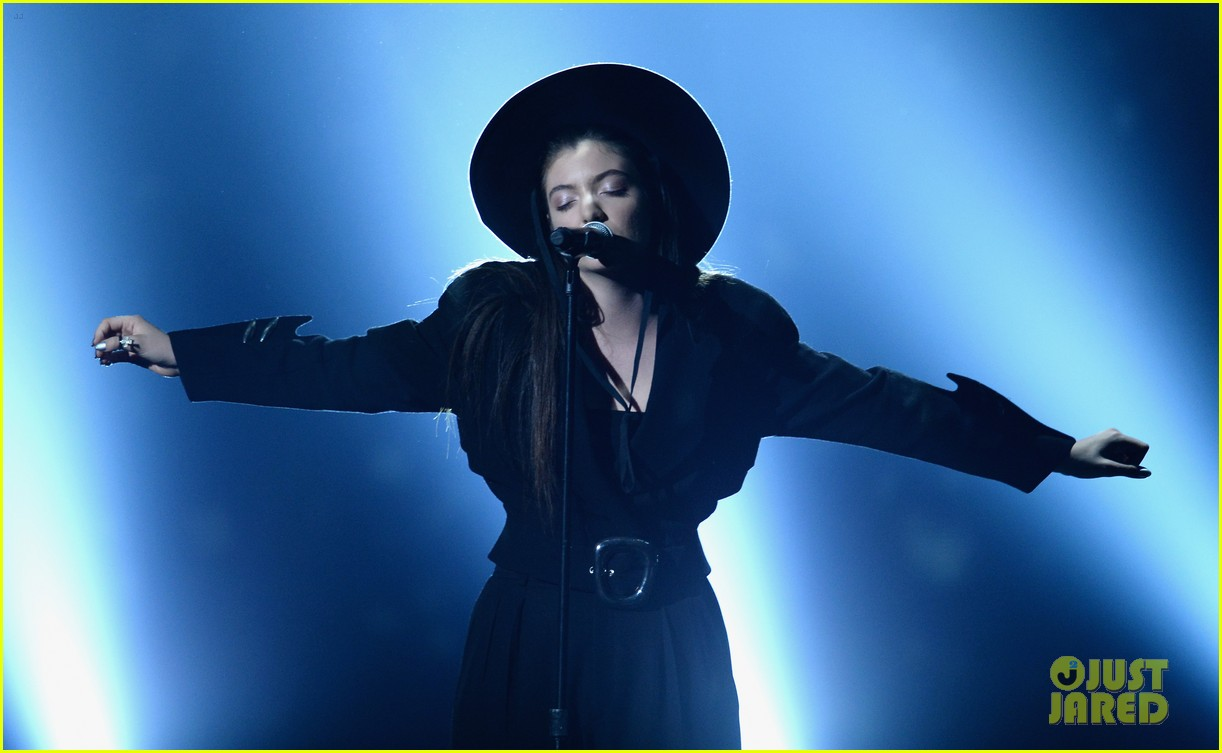lorde tennis court performance bbmas 06