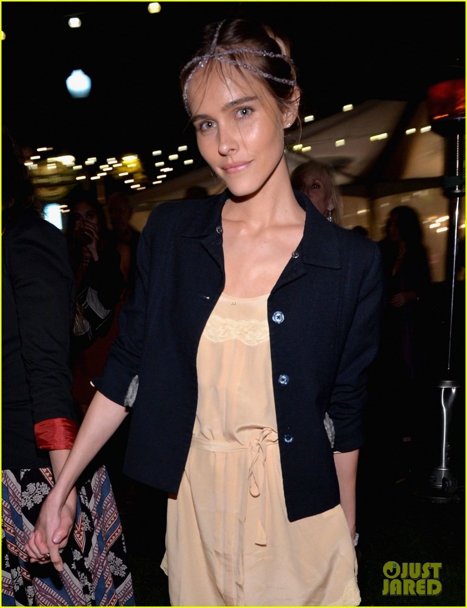 isabel lucas amber valletta get glam for ndrcs food for thought benefit 033124535