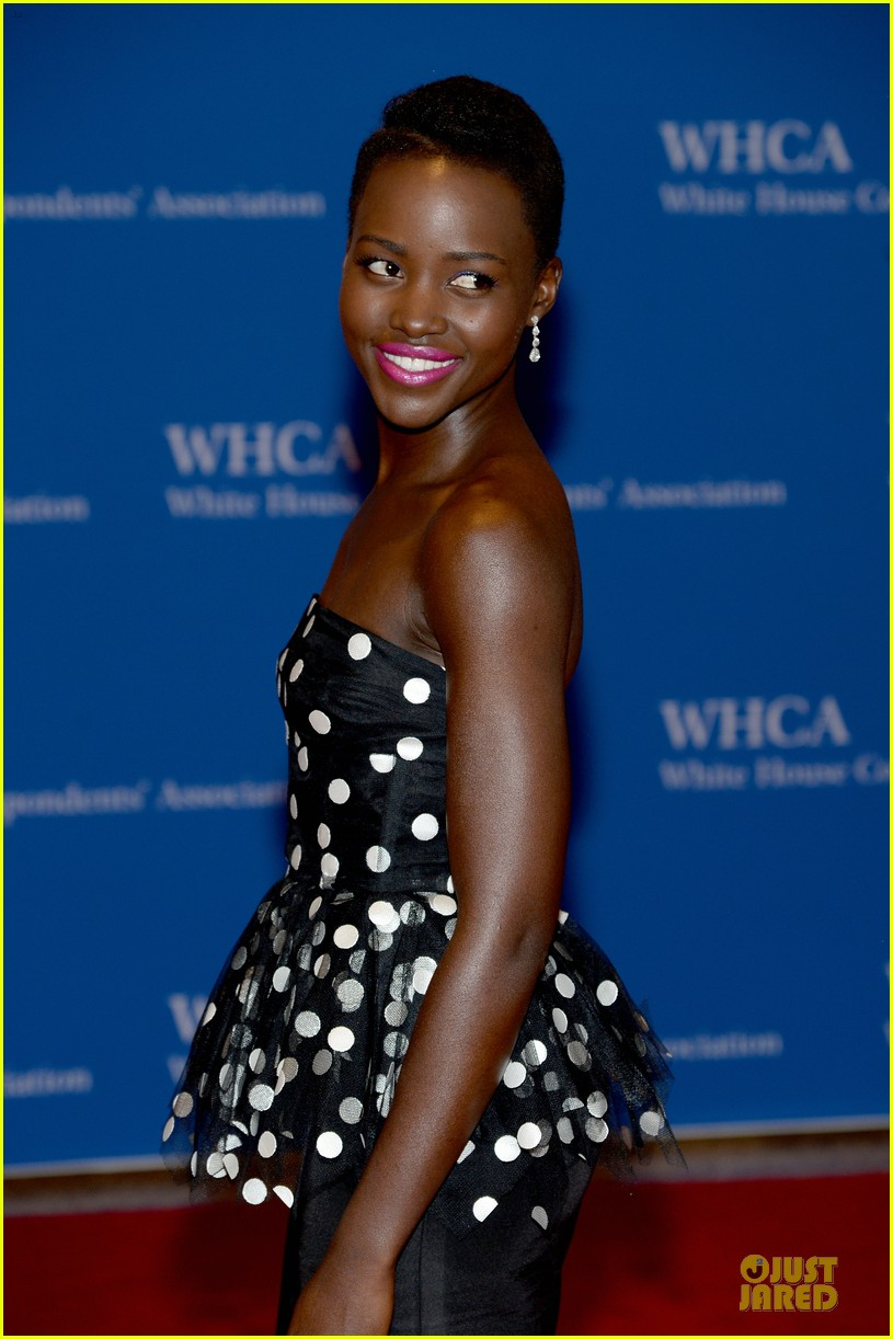 lupita nyongo freida pinto white house correspondents dinner 2014 02