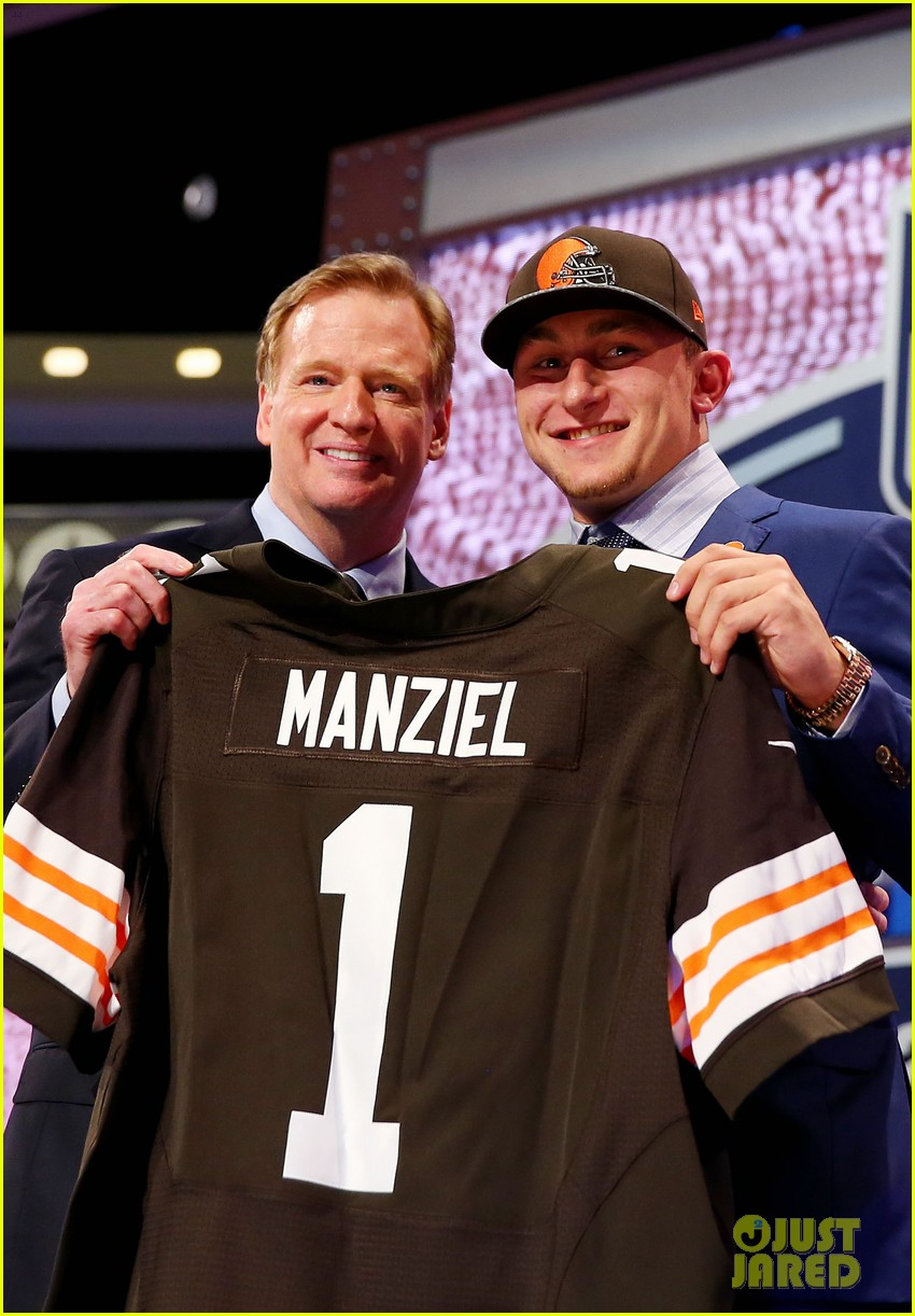 johnny manziel gets picked 22nd in nfl draft 013109015