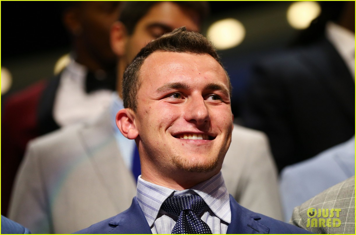 johnny manziel gets picked 22nd in nfl draft 023109016