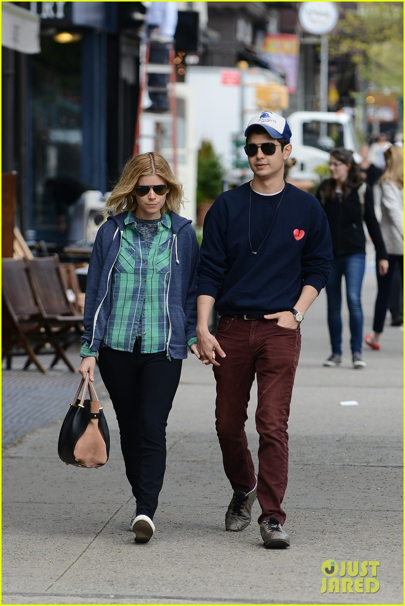 kate mara max minghella hold hands in nyc 013108721