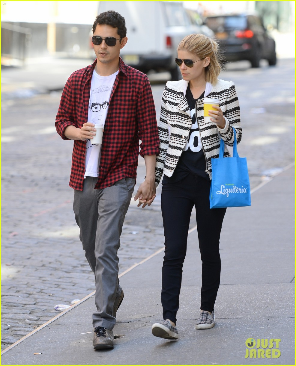 kate mara max minghella hold hands in nyc 03