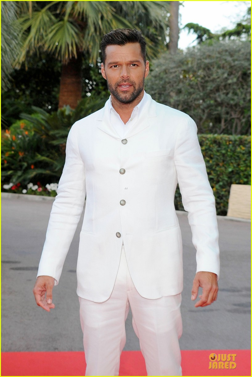 ricky martin kellan lutz handsome at world music awards 08
