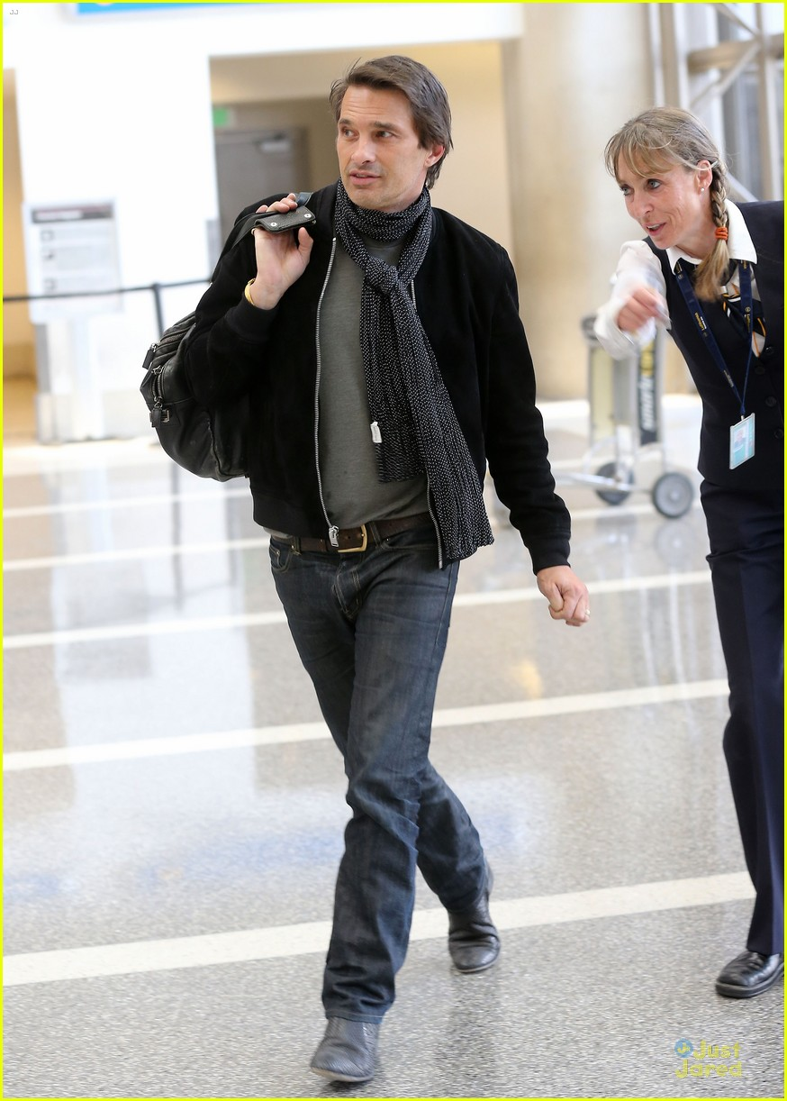 olivier martinez european style at lax airport 013121295