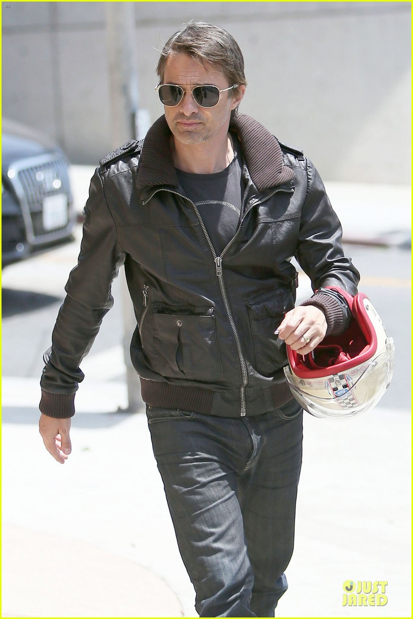 olivier martinez carrys motorcycle purse like a purse 02
