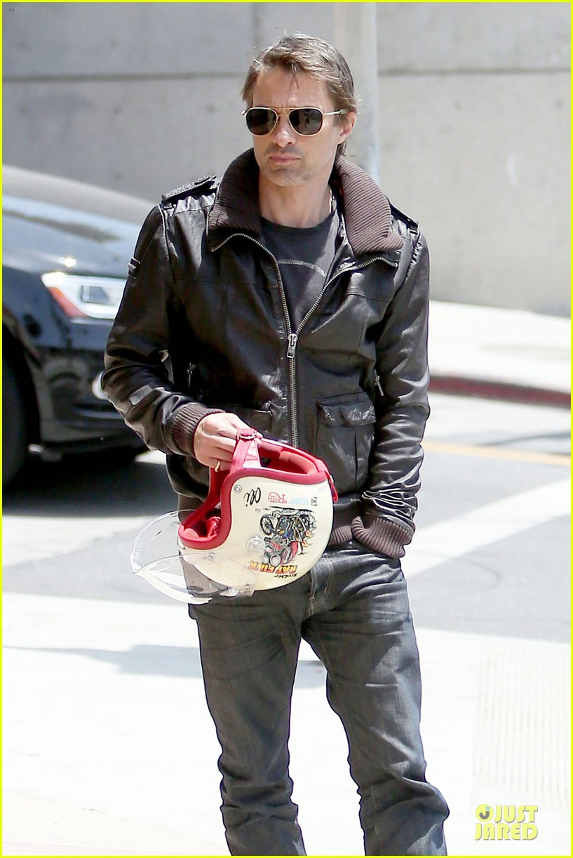 olivier martinez carrys motorcycle purse like a purse 18