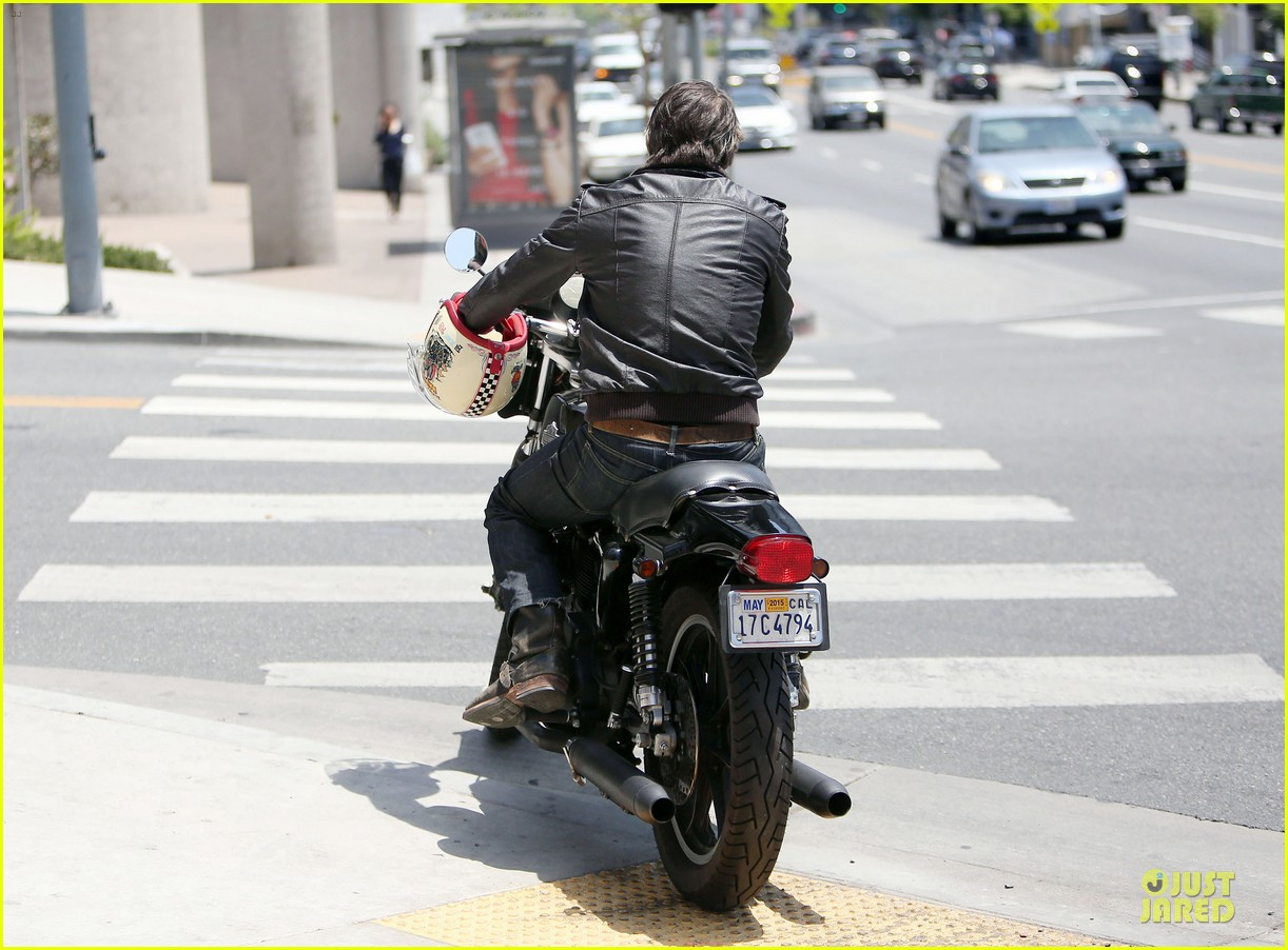 olivier martinez carrys motorcycle purse like a purse 23