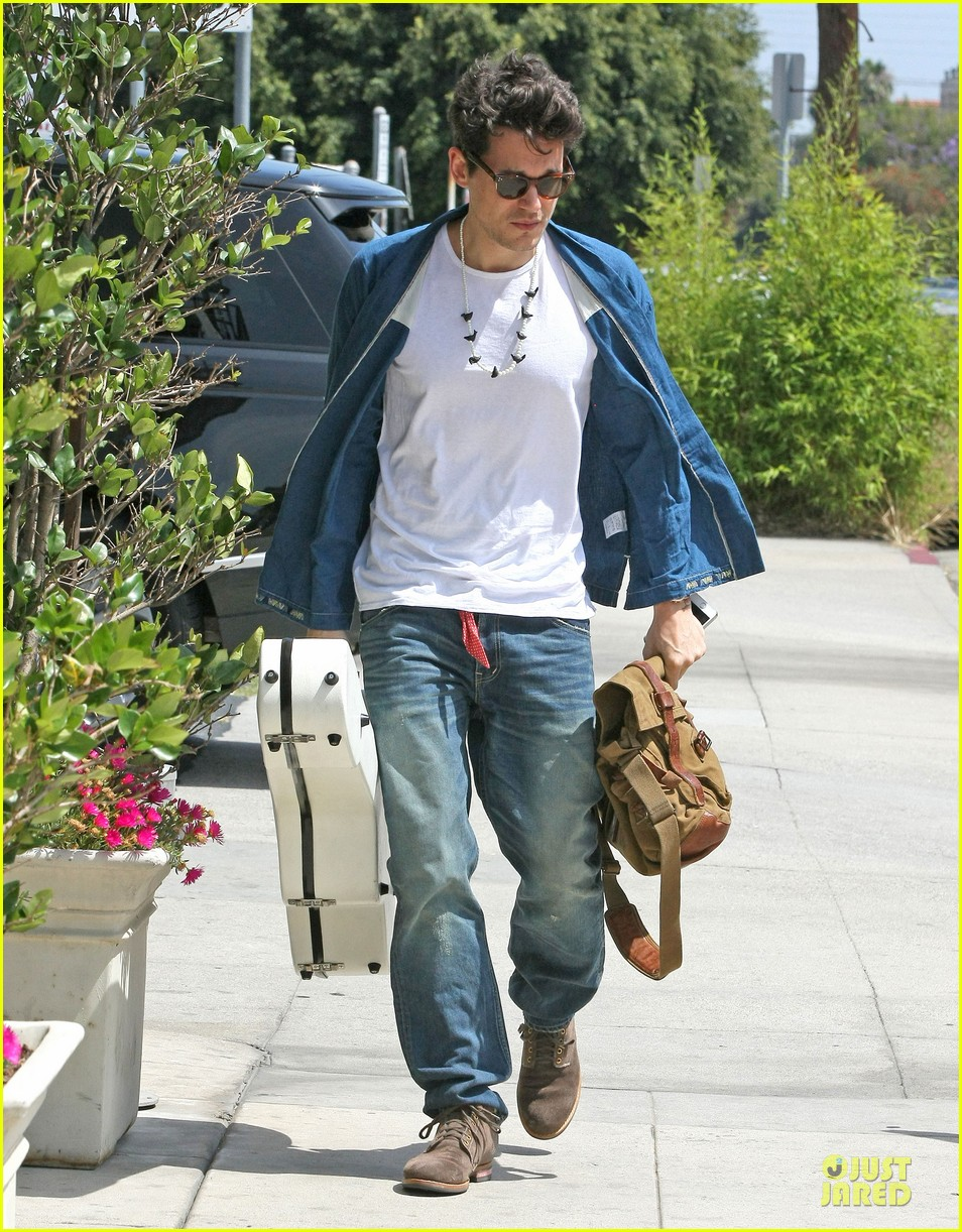 john mayer pays tribute to ferry victims 033109811