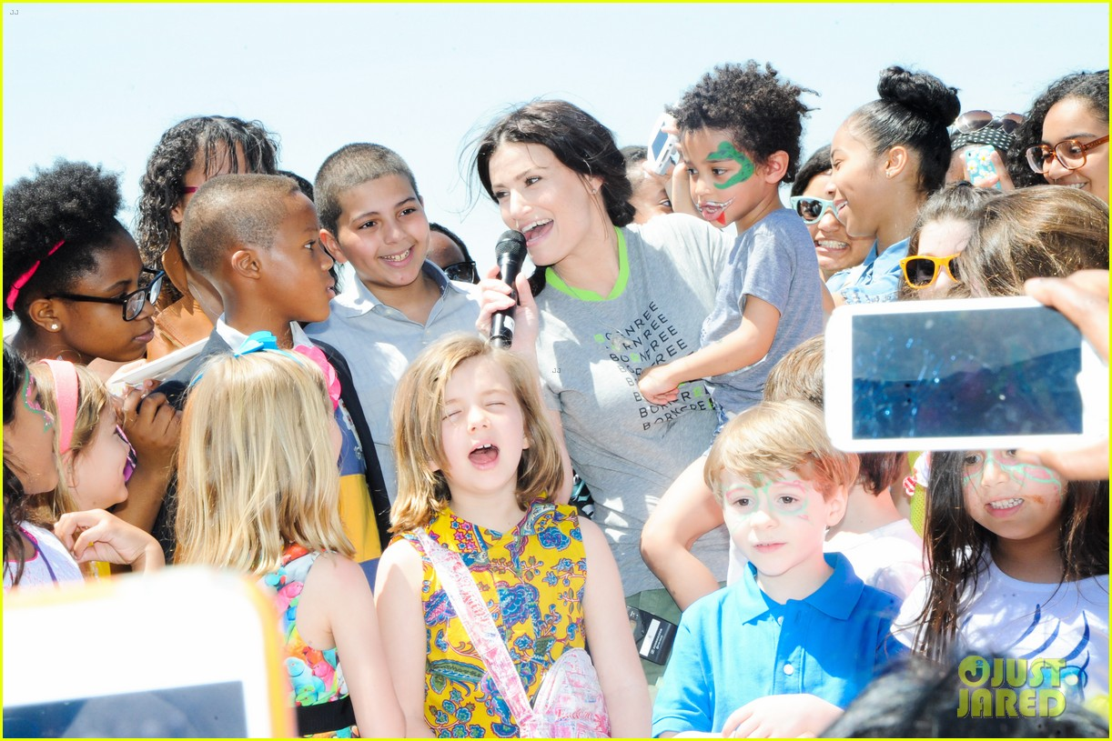 idina menzel takes son walker to born free africa festival 013111492