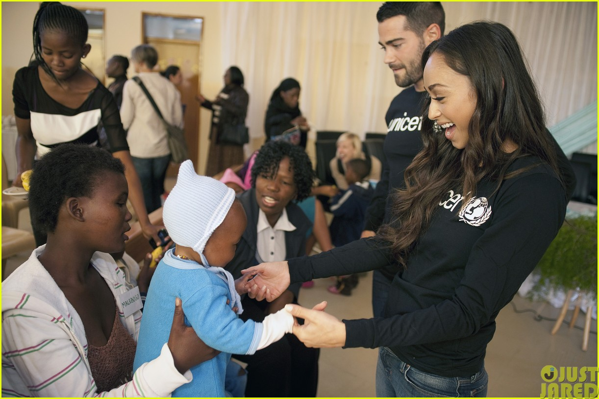 jesse metcalfe and cara santana take a trip to africa for unicef103121649