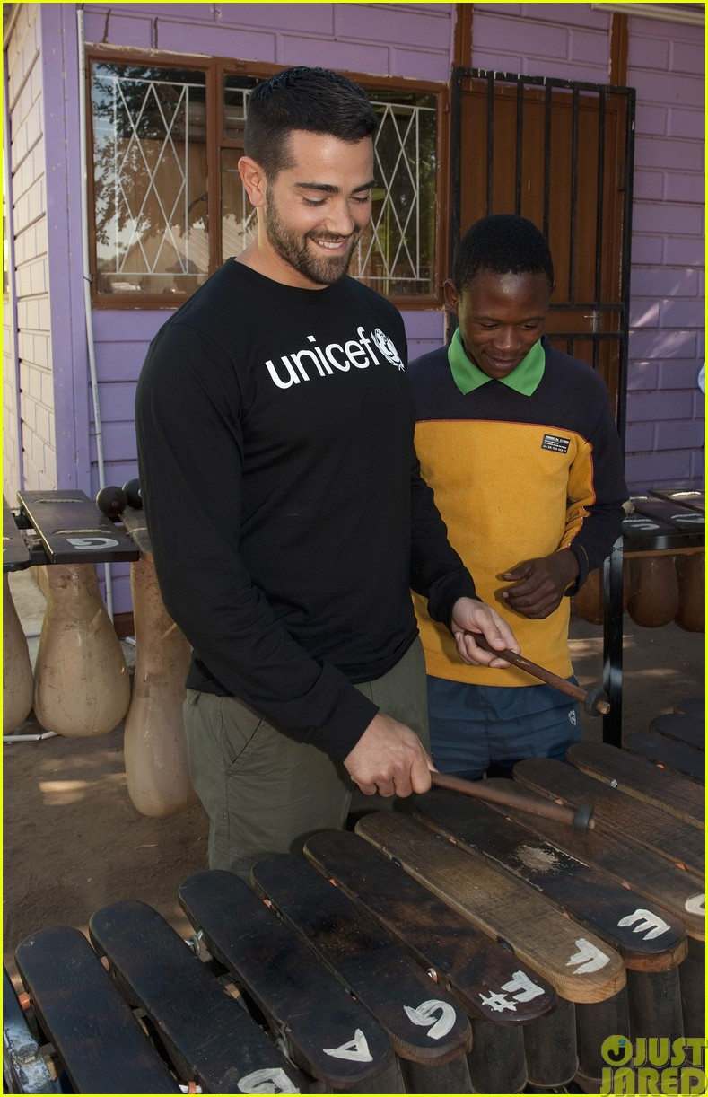 jesse metcalfe and cara santana take a trip to africa for unicef183121657