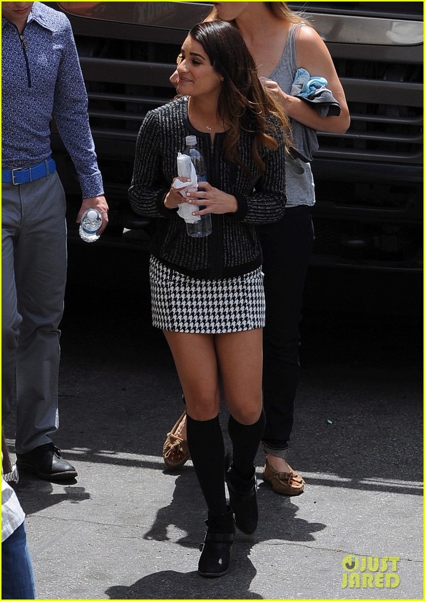 lea michele heather morris hang out on glee finale set 093103484