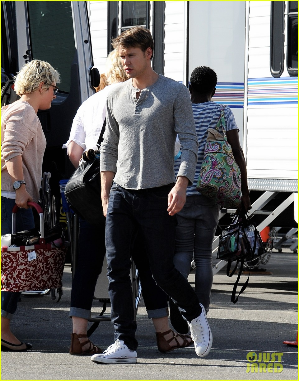 lea michele heather morris hang out on glee finale set 15