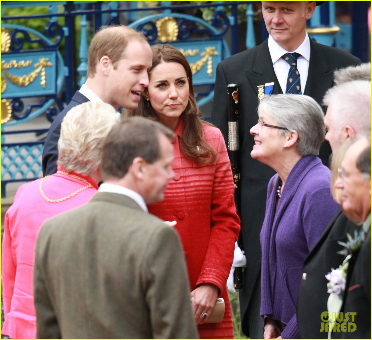kate middleton prince william visit macrosty park in scotland 02