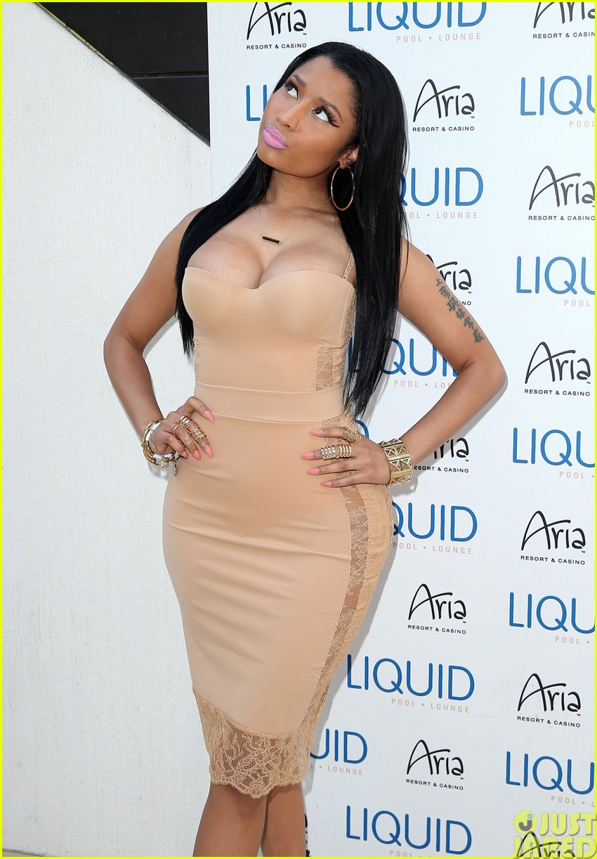 nicki minaj plays host at the liquid pool lounge123121621
