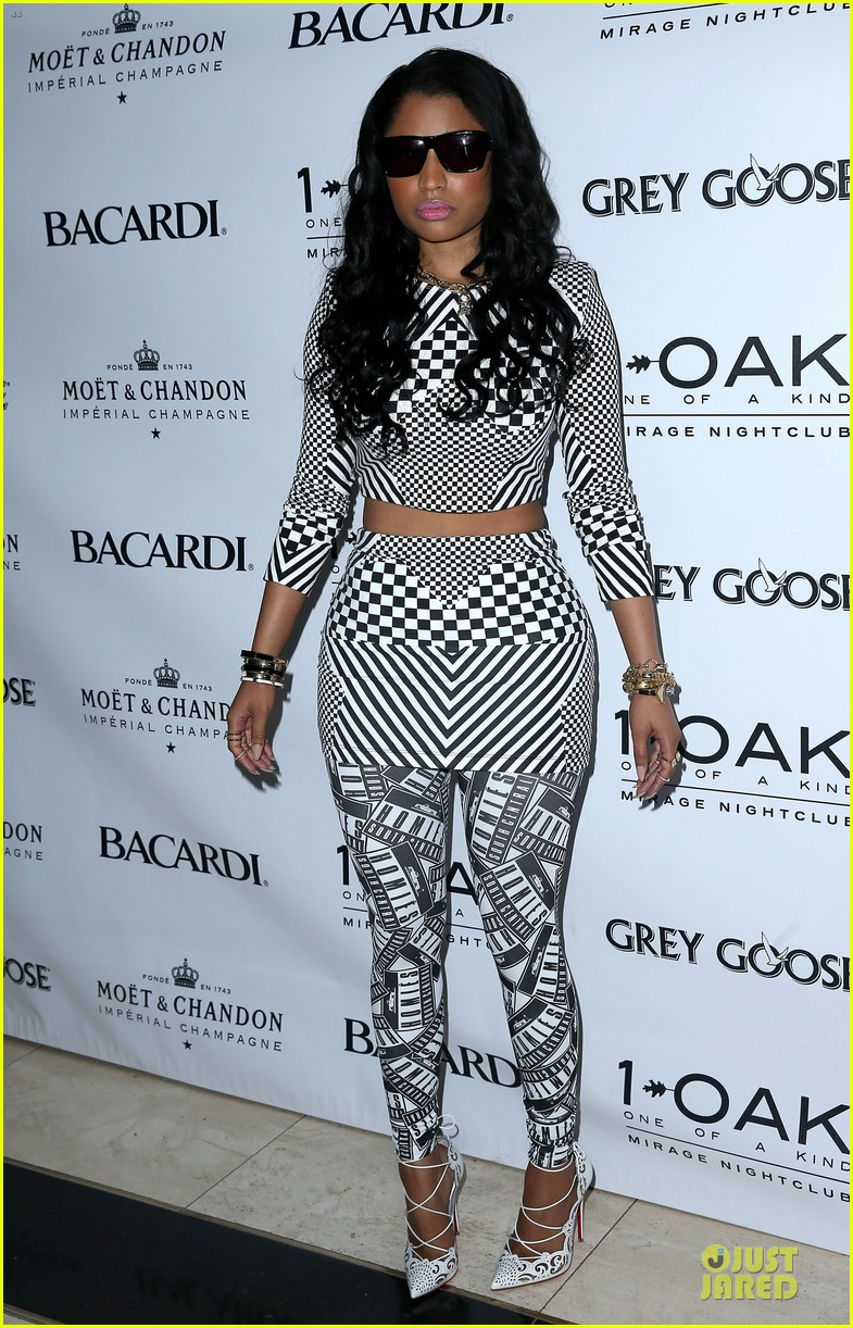 nicki minaj midriff las vegas party 113121148