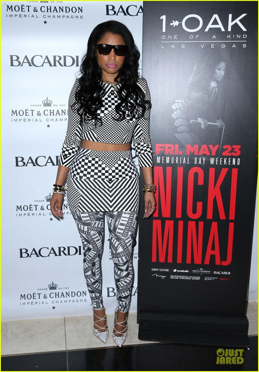 nicki minaj midriff las vegas party 13