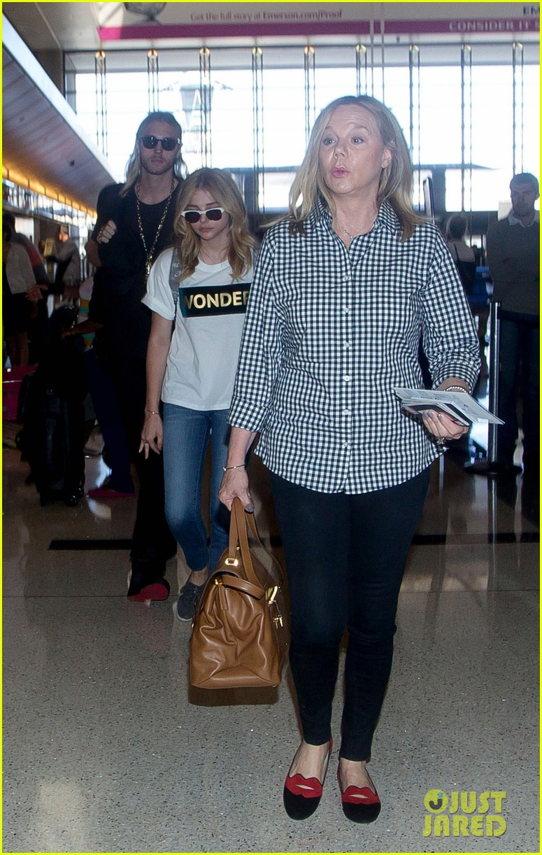 chloe moretz wonder gal en route to cannes film festival 08