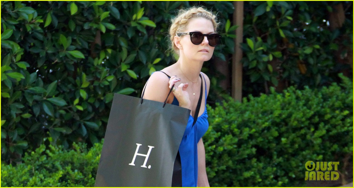 jennifer morrison steps out before once upon a times season finale 023111136