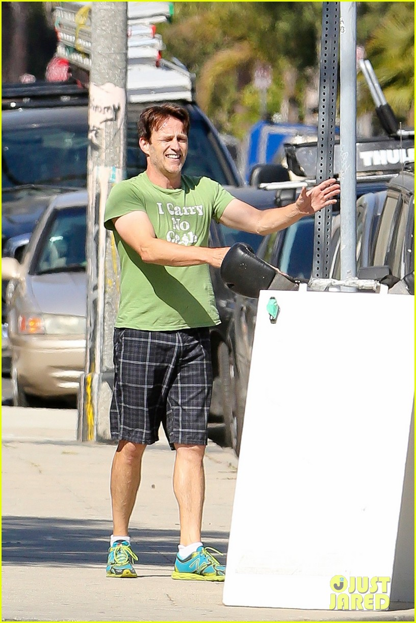 stephen moyer takes his workout to the streets 09