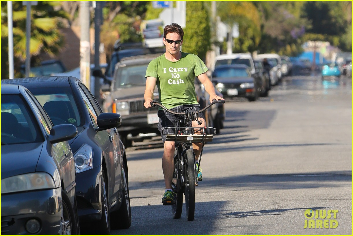 stephen moyer takes his workout to the streets 21