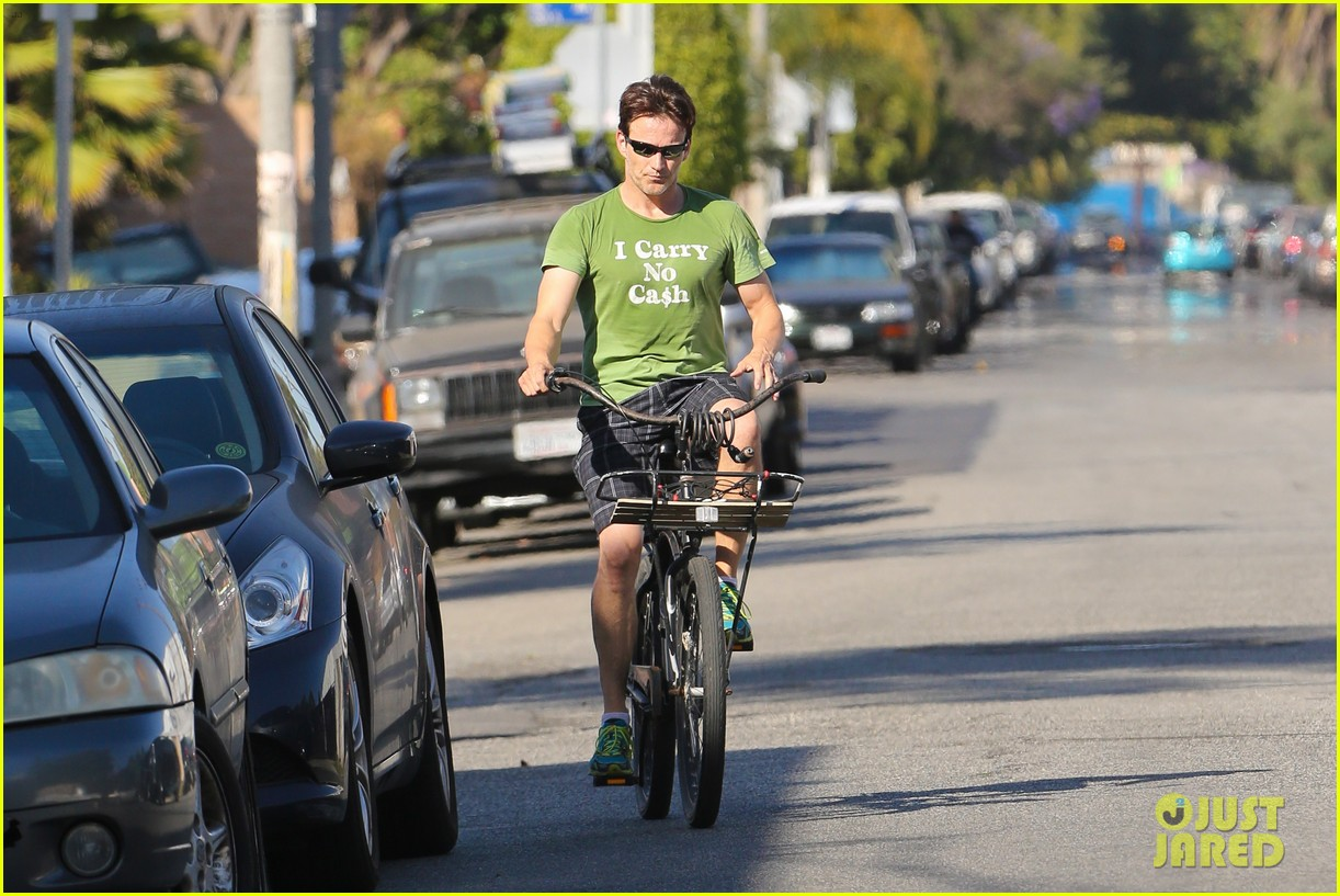 stephen moyer takes his workout to the streets 23