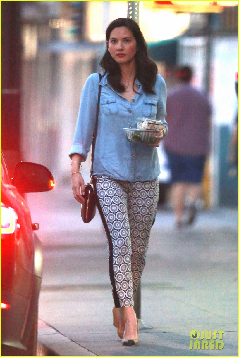 olivia munn steps out after aaron rodgers dating rumors 07