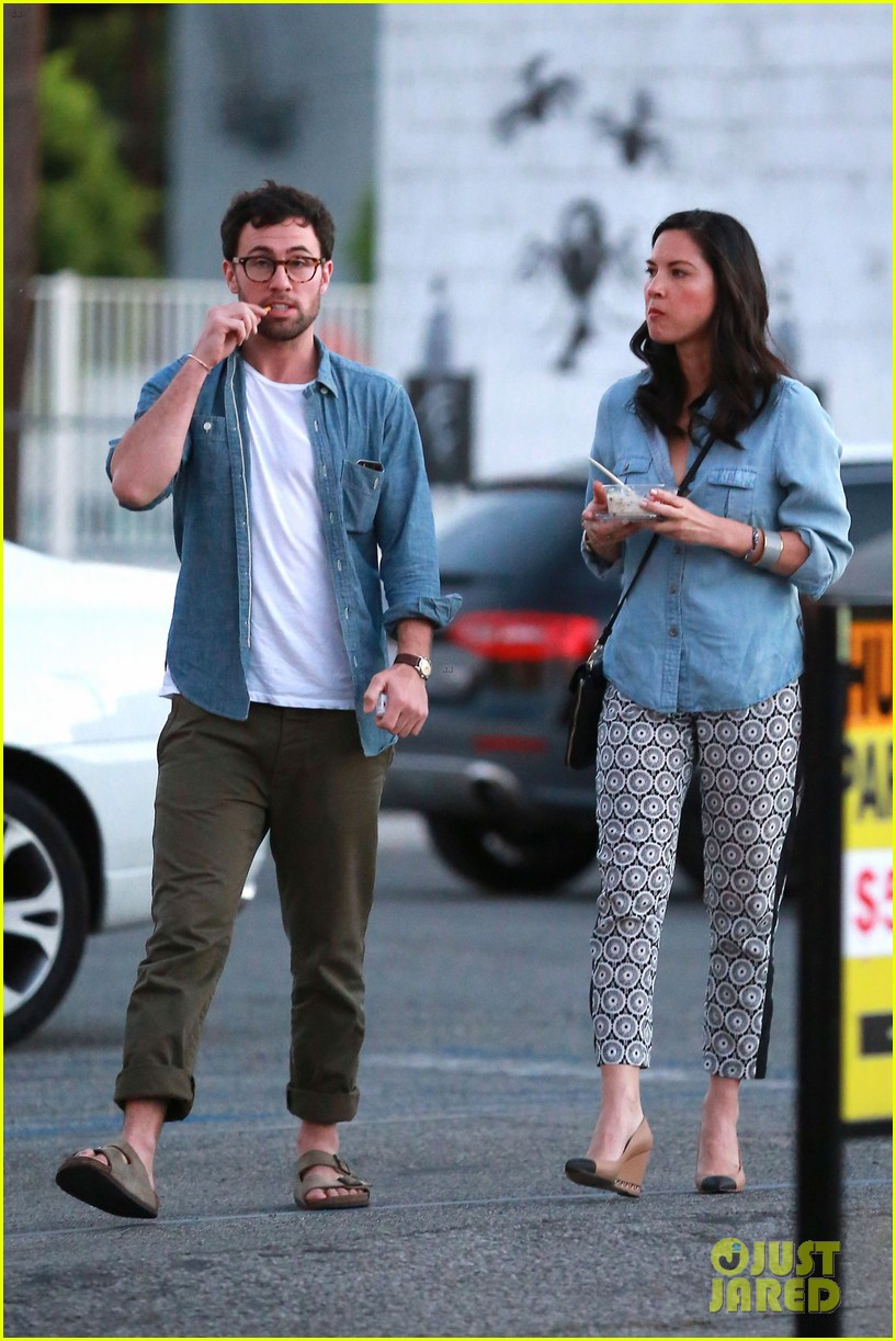 olivia munn steps out after aaron rodgers dating rumors 16