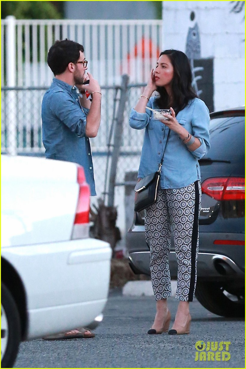 olivia munn steps out after aaron rodgers dating rumors 193113849