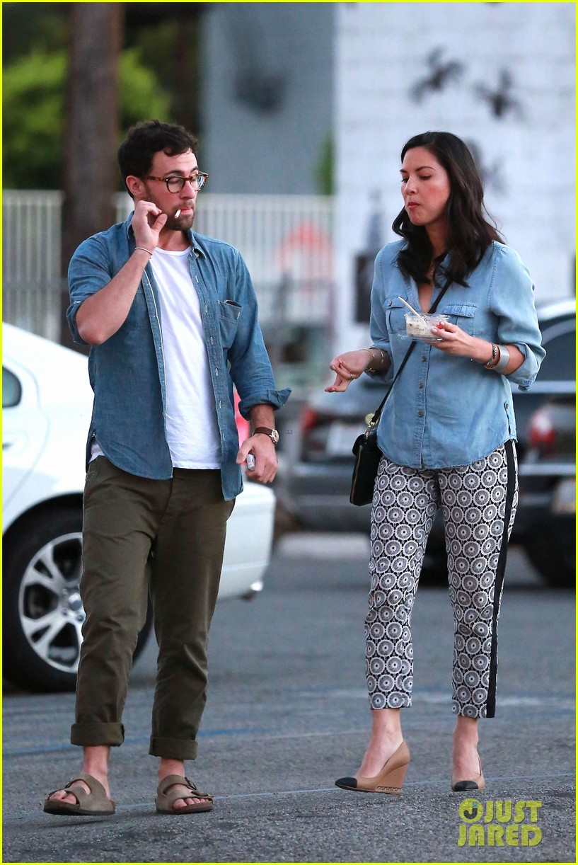 olivia munn steps out after aaron rodgers dating rumors 233113853