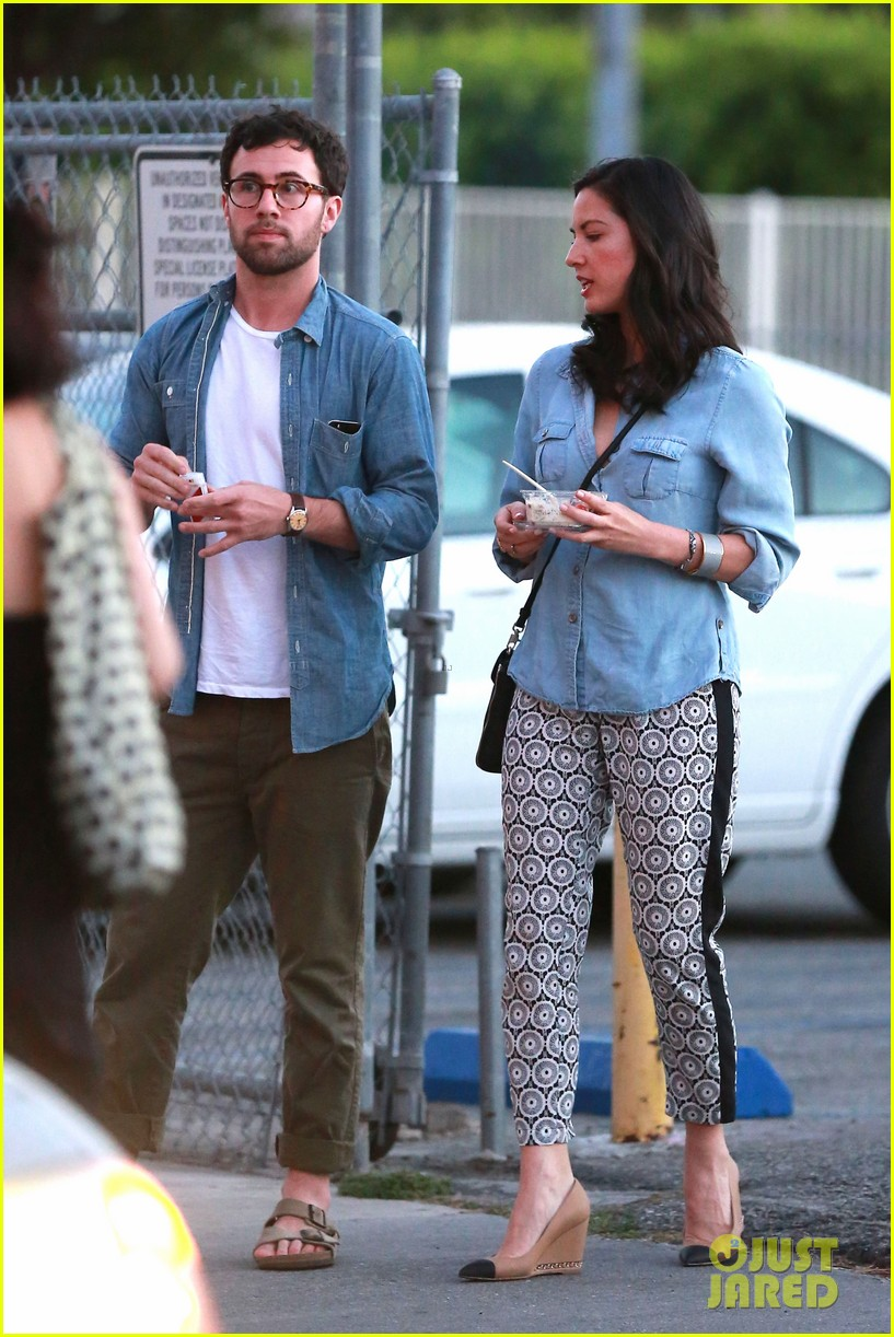 olivia munn steps out after aaron rodgers dating rumors 26