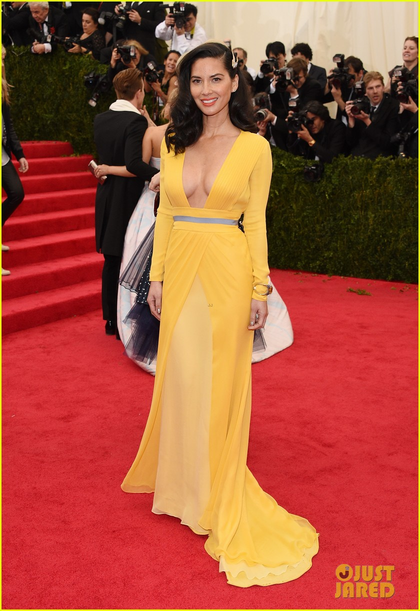 olivia munn 2014 met ball red carpet 02