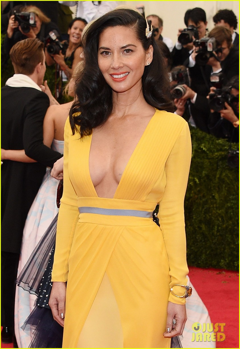 olivia munn 2014 met ball red carpet 033106166