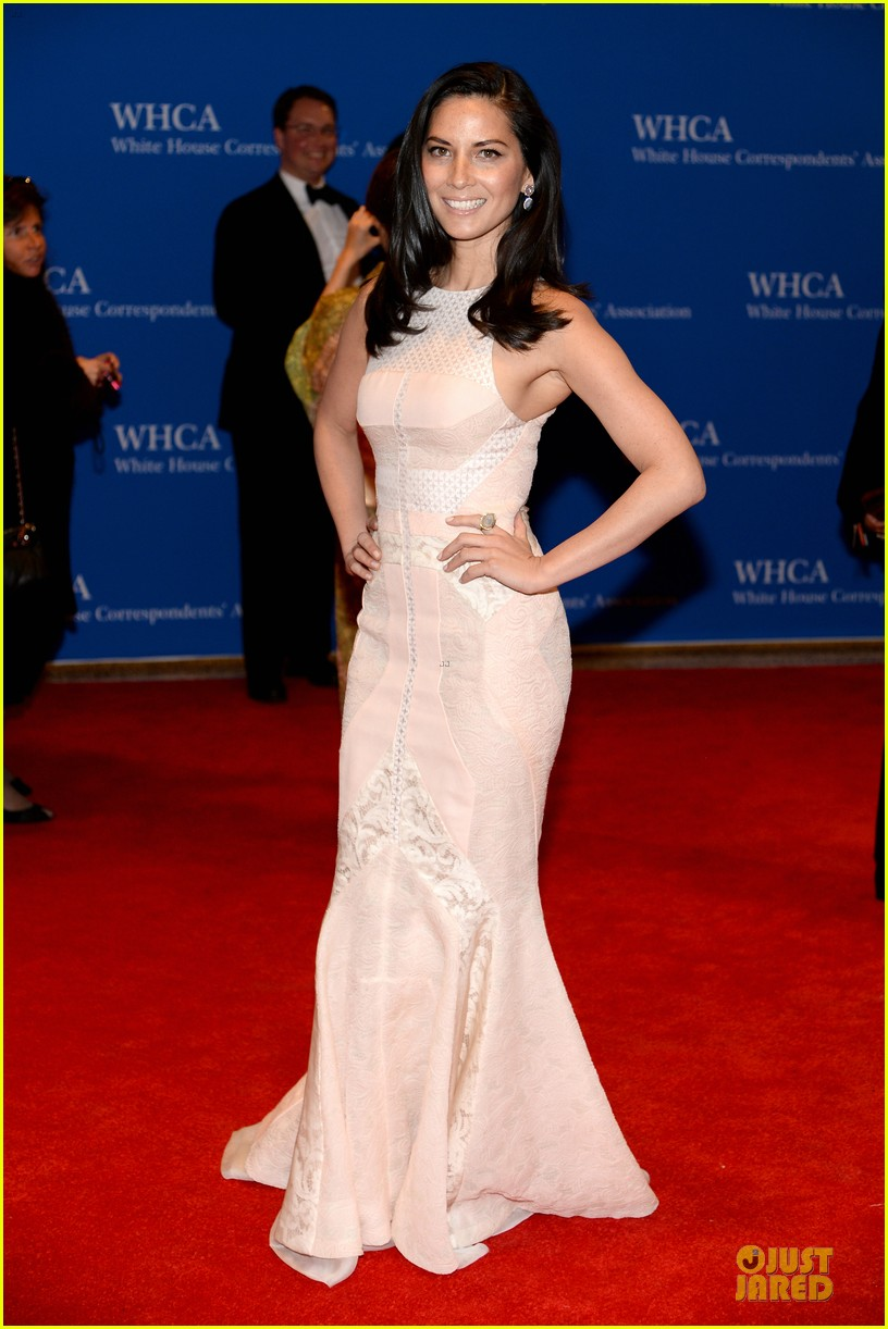 olivia munn class at white house dinner 02