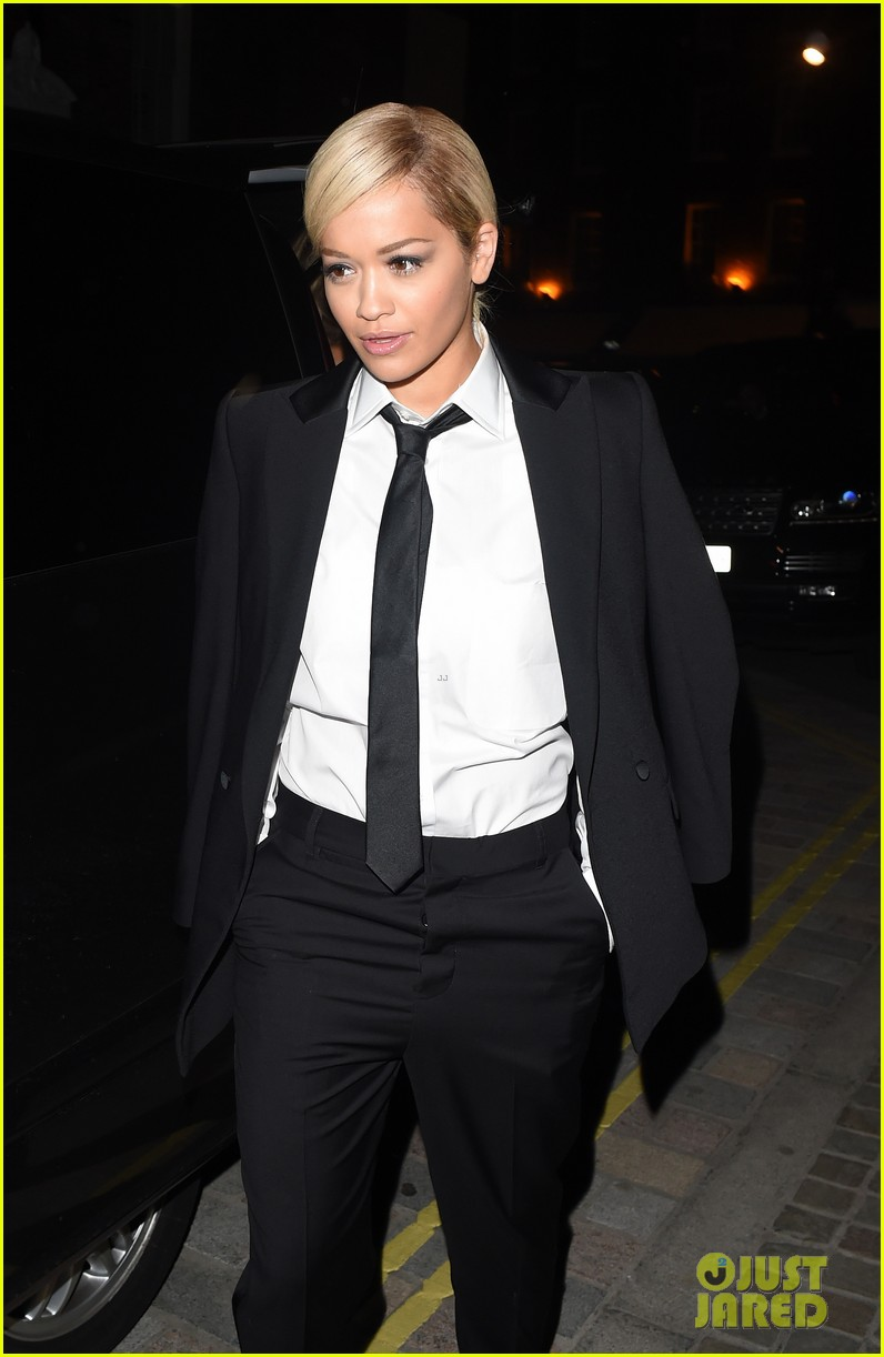 rita ora strips from suit to underwear gay show 103111030