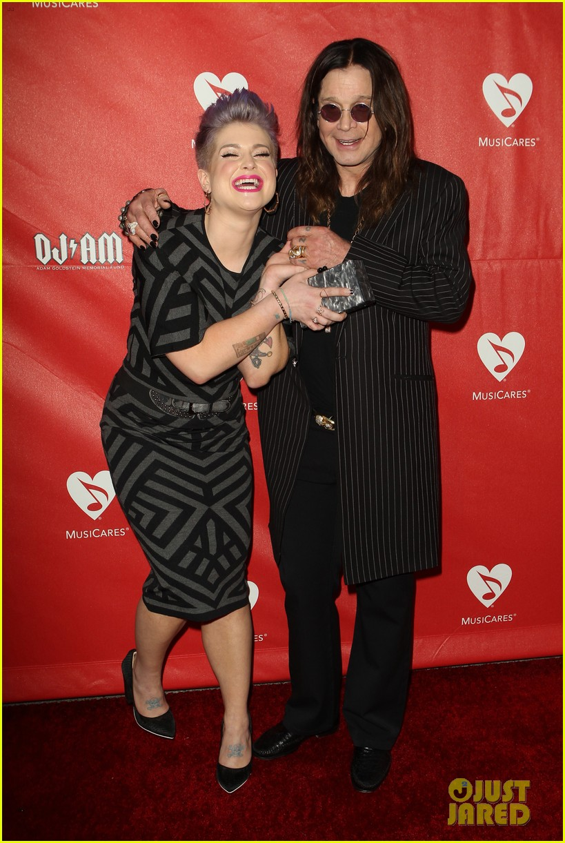 kelly osbourne supports father ozzy at musicares map fund benefit concert 043112375