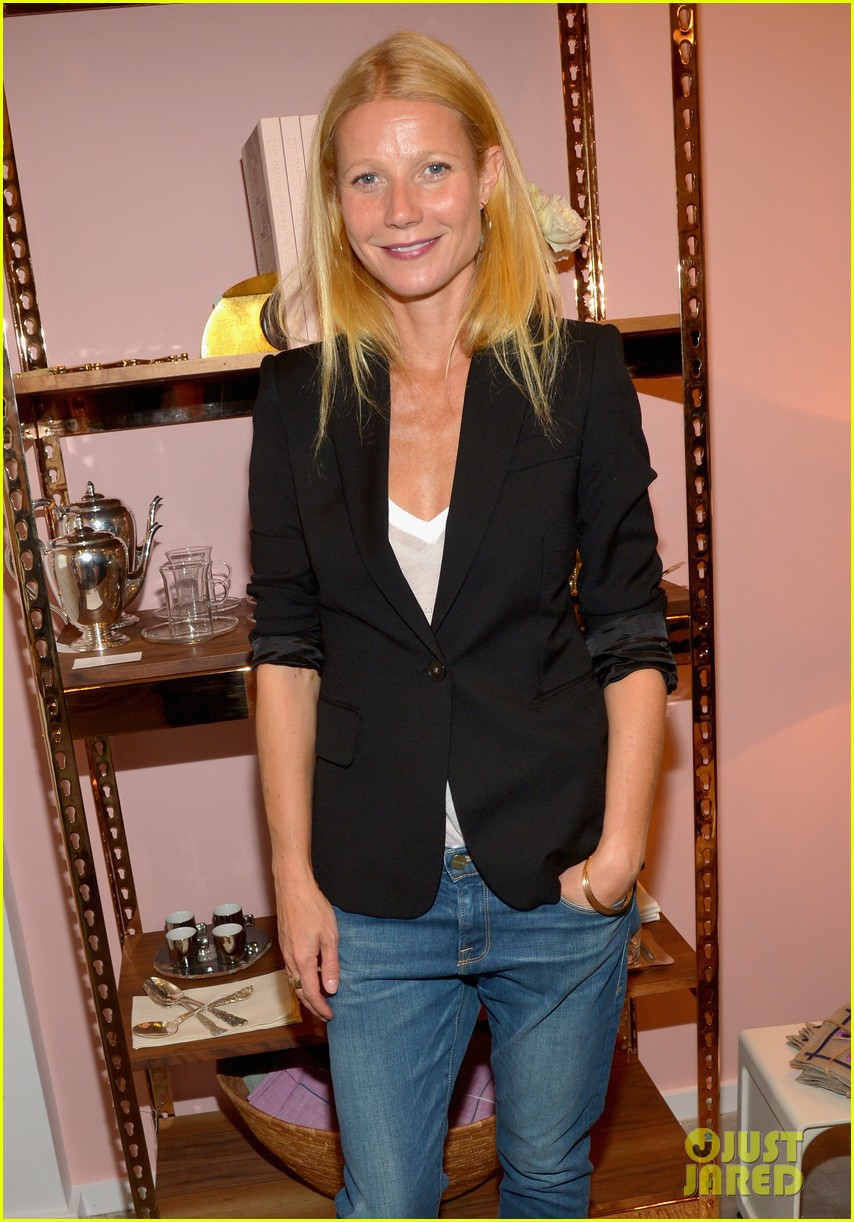 gwyneth paltrows mom is by her side for goop pop up 02