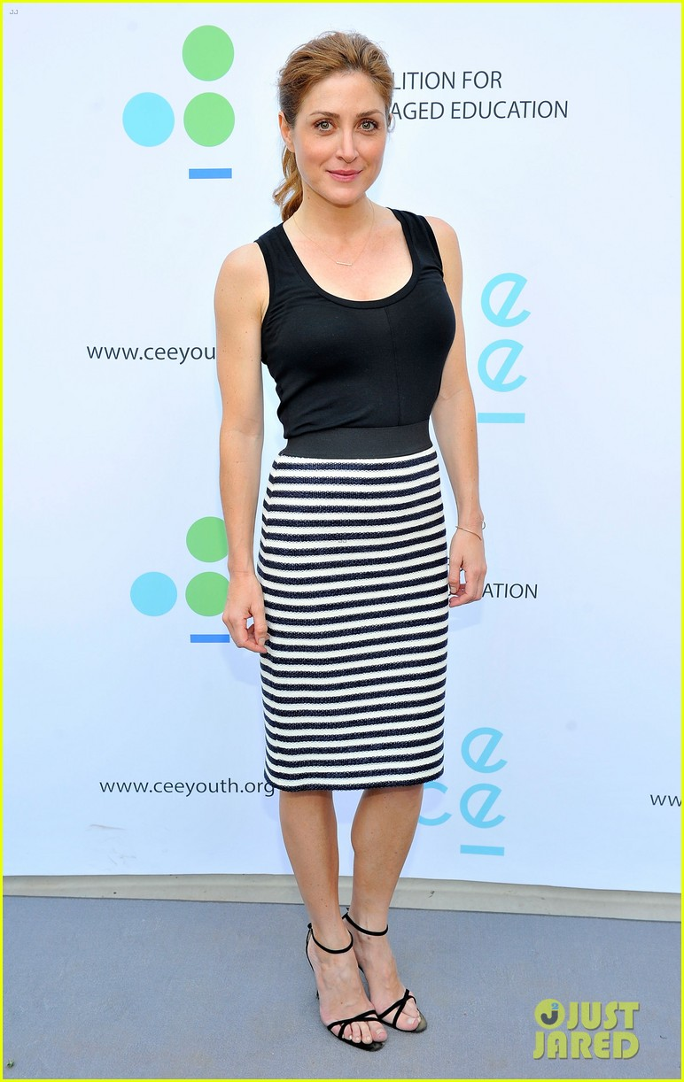 gwyneth paltrow hits the stage for poetic justice fundraiser 03