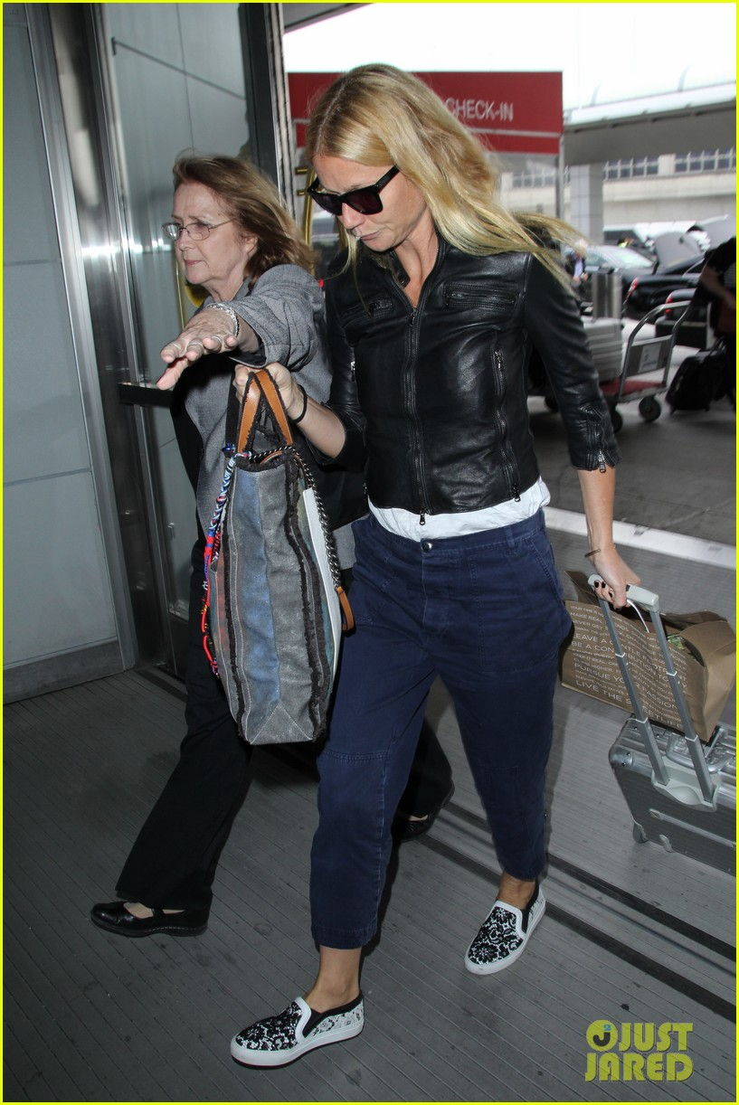 gwyneth paltrow flies out of town after dinner date with chris martin 04
