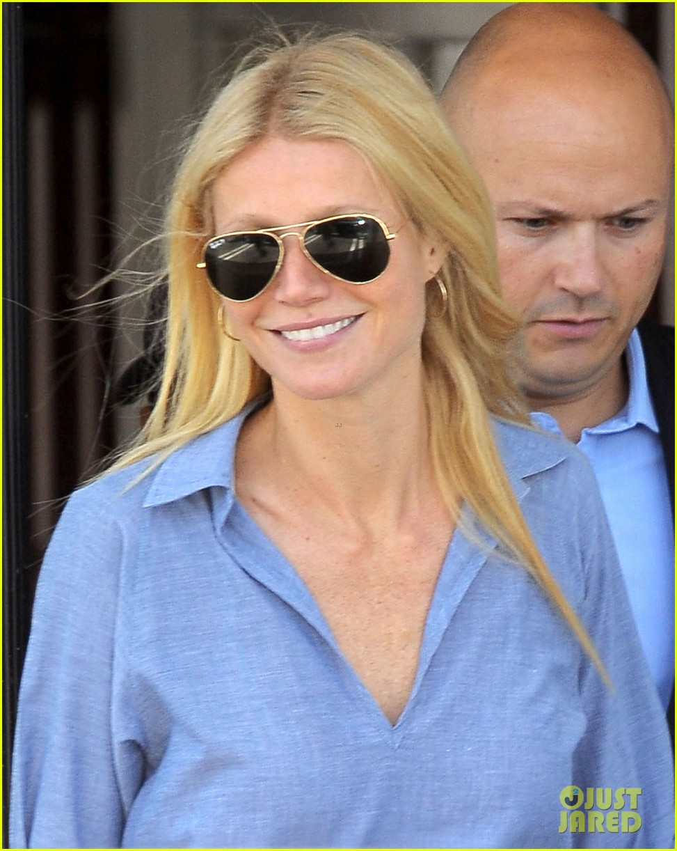 gwyneth paltrow writes blog post to end the mommy wars 053110408