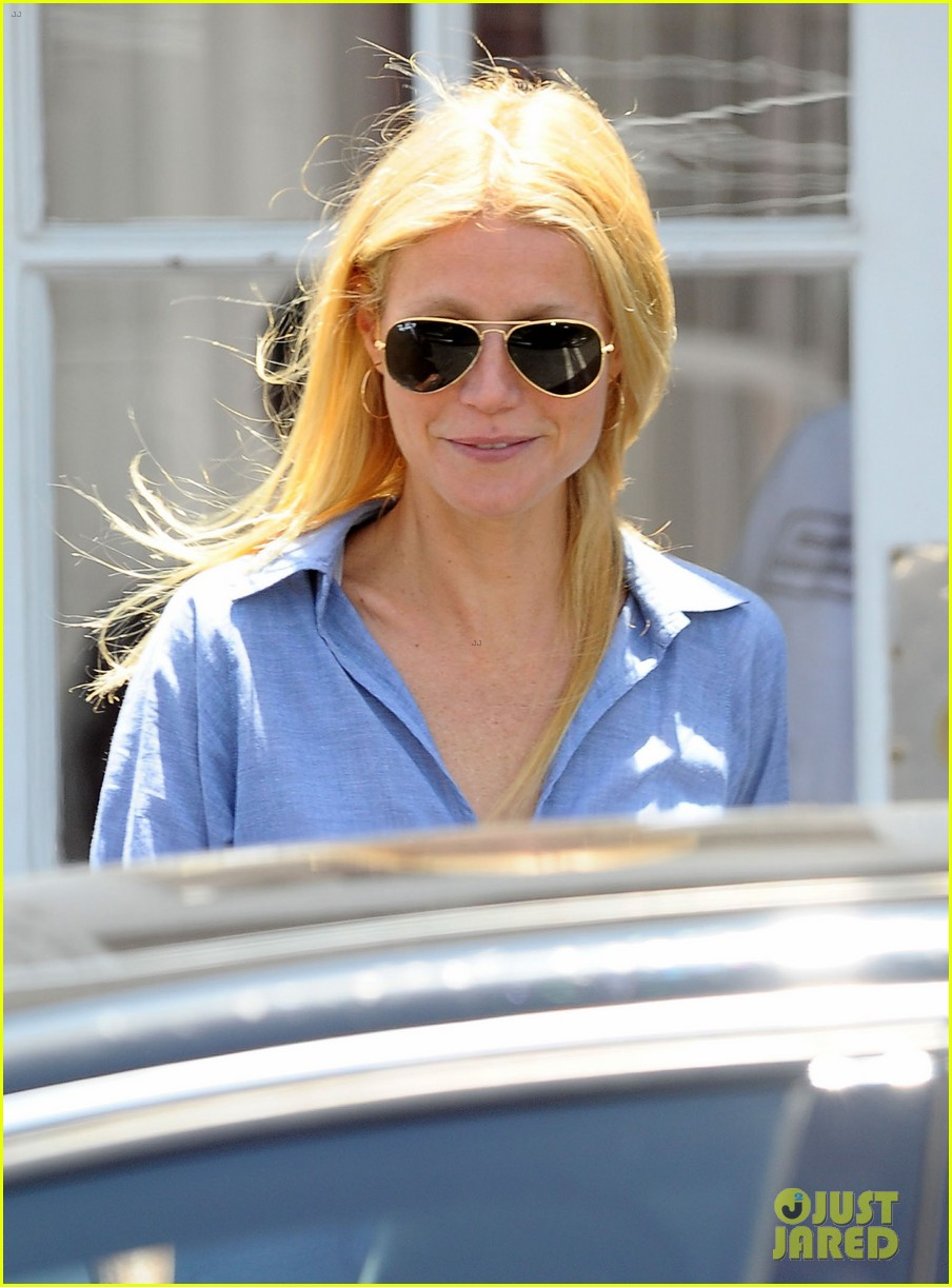 gwyneth paltrow writes blog post to end the mommy wars 133110416