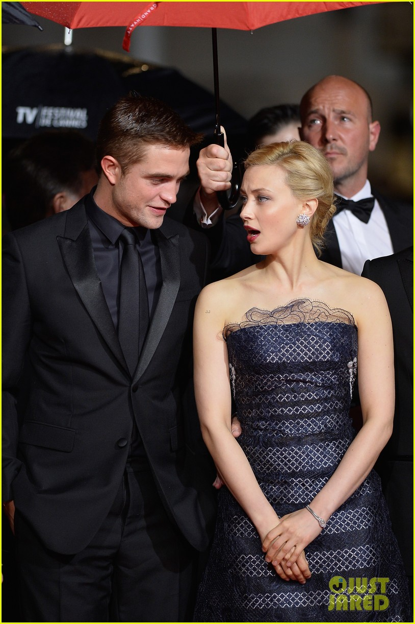 robert pattinson maps to the stars cannes premiere 103117602