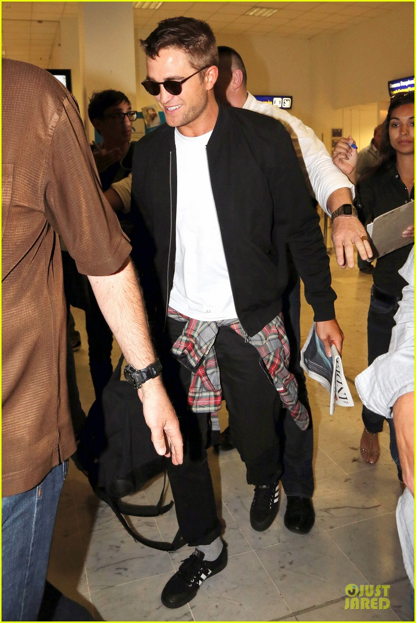 robert pattinson flies to nice for cannes 033115215