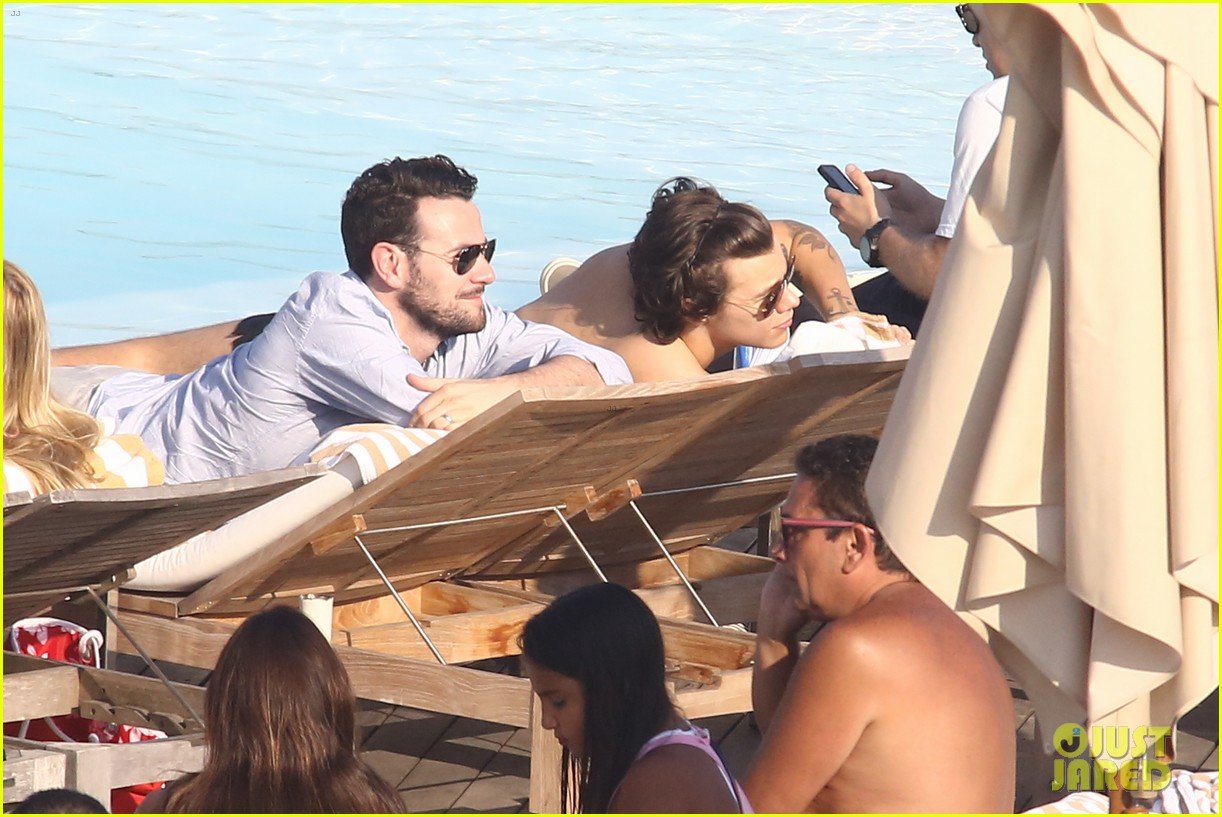 liam payne zayn malik lounge shirtless at the pool in rio 11